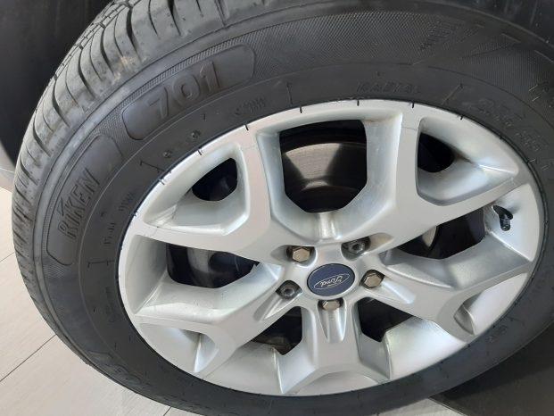 Ford Kuga Trend TDCi 4×2 5p Blanco full